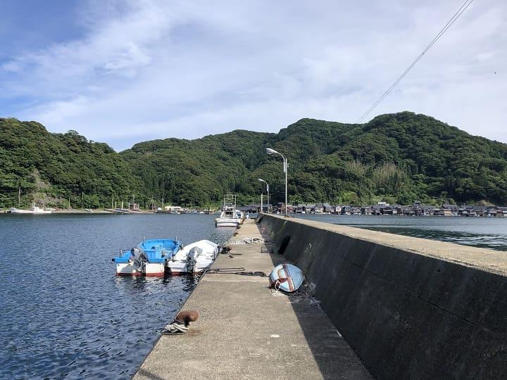 伊根漁港(京都・伊根)の釣り場情報│丹後エリア 伊根漁港の釣りポイント ②漁港西側・波止