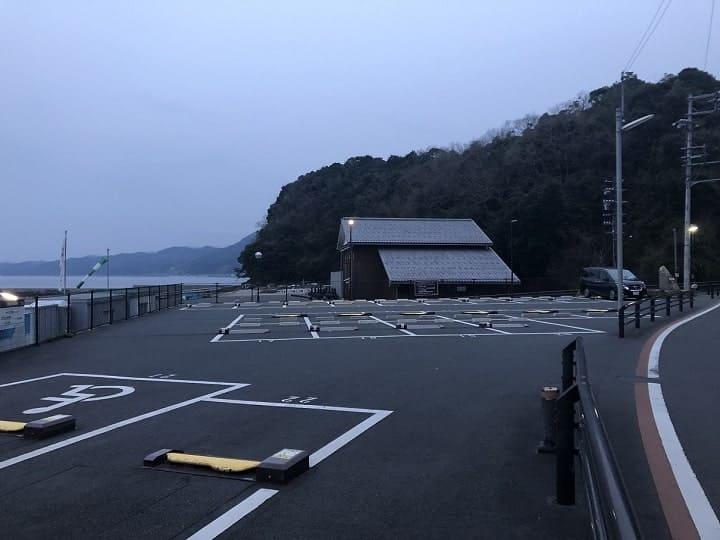 伊根網干場(京都・伊根)の釣り場情報│丹後エリア 伊根網干場の設備 駐車場