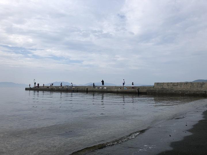 京都で釣り場に困ったら!子どももママも楽しめる初秋の伊根の海 人が多い02