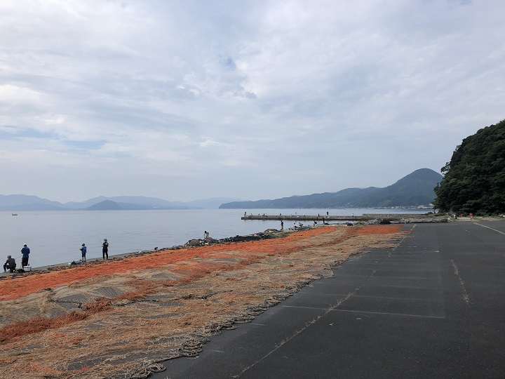 京都で釣り場に困ったら!子どももママも楽しめる初秋の伊根の海 人が多い01