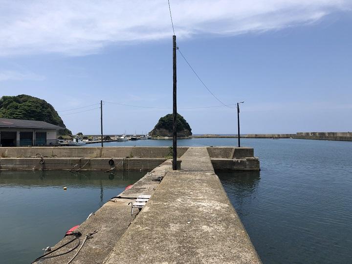 浅茂川漁港(京都・京丹後)の釣り場情報 漁協前小波止