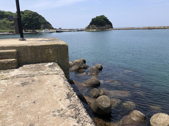 浅茂川漁港(京都・京丹後)の釣り場情報 河口沿い小波止